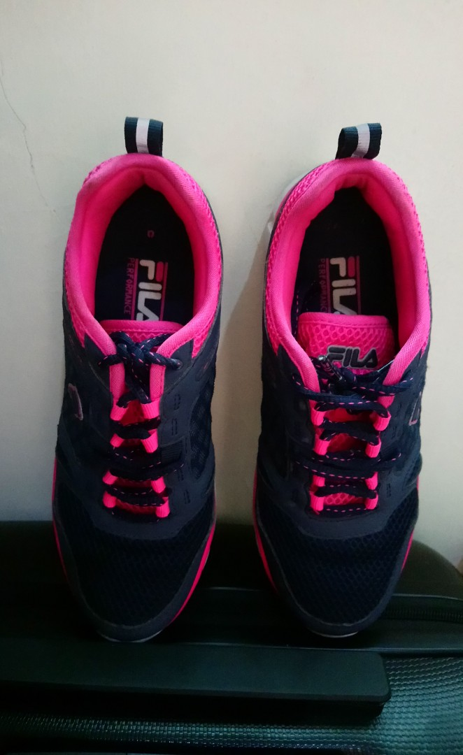 433f9f5cb50e Preloved FILA rubber shoes navy blue