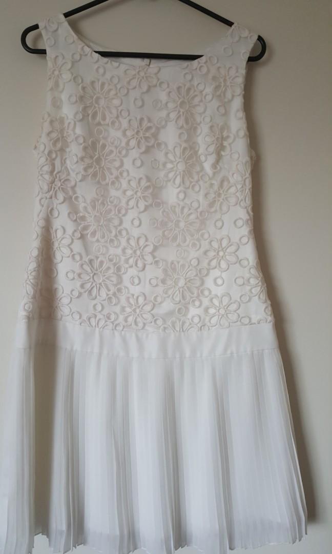 b8d52d5f6d6 Review white Daisy dress