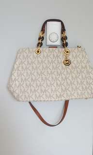 Vanilla Michael Kors purse