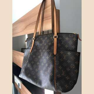 FAST SALE! AUTHENTIC LV TOTALLY GM 2016