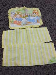 Sarung bantal dan guling bayi