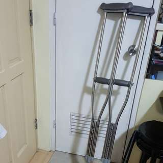 Pair crutches