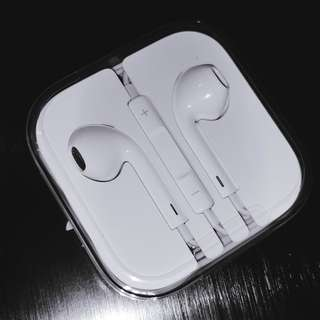 Apple EarPods with 3.5 mm Headphone Plug (With Remote and Mic)