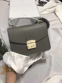 Furla classic shoulder bag 中size