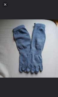 Kaos kaki jari