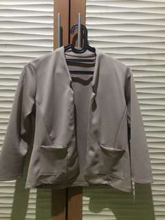 blazer (agak sedikit pendek, semi crop top)