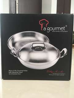 5-ply gourmet wok with steamer insert