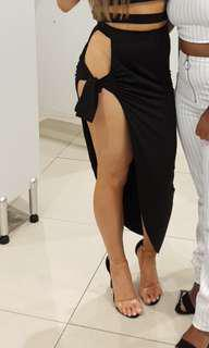 Black hip tie slit skirt