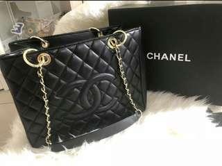 Chanel GST lamb skin & caviar  200 (💰)  L: 34cm x H: 25cm x W: 13cm
