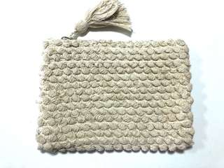 Knitted detailed clutch