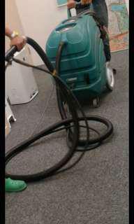 Carpet shampoo vacuum cleaner