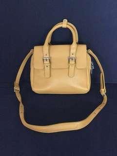 🚚 Zara mustard sling bag
