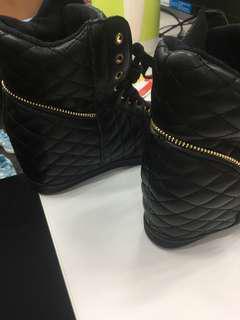 Sepatu Berrybenka
