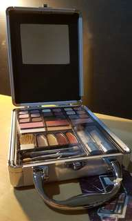 Make-up case lengkap Beauty Basics - Classic Colors