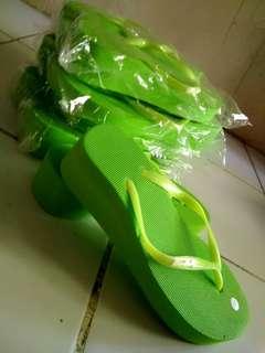 Sandal wedges spon hijau