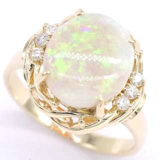2.91 cts - 18k Opal & Diamond Ring