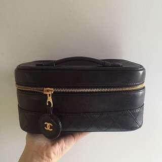 Chanel化妝袋附長鏈