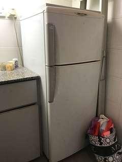 日立牌雙門雪櫃/Hitachi refrigerator