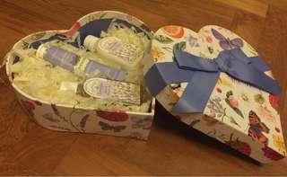 BN Crabtree & Evelyn Shower Gel, Body Lotion & Hand Cream Gift Set