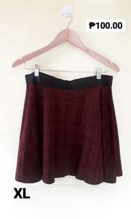 PLUS SIZE: Checkered Skirt