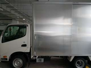 Lowest price in Singapore/ Movers and lorry rental with driver