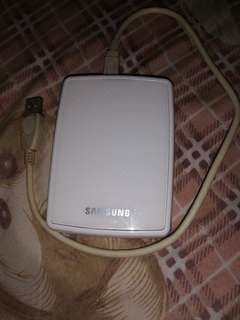 Selling samsung external hard drive 800gb
