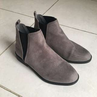 ( Preloved ) Grey Boots Brand Primark London