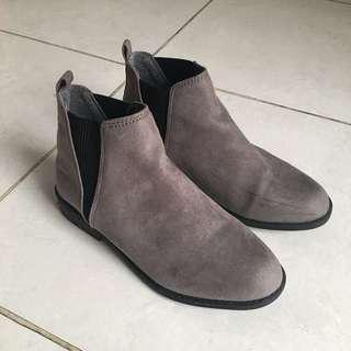 ( Preloved ) Grey Boots Brand Primark London