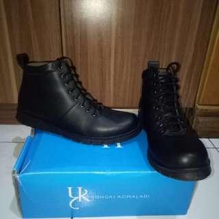 Sepatu Bots Yongki Komaldi