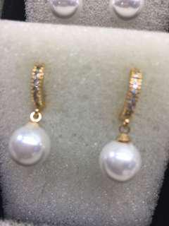 Dangling Pearl earings