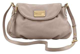 Marc By Marc Jacobs Classic Natasha Crossbody in Cement 沙色側孭袋