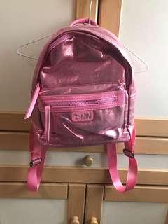 🚚 粉紅後背包