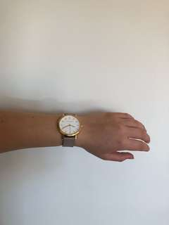 Classic minimal watch