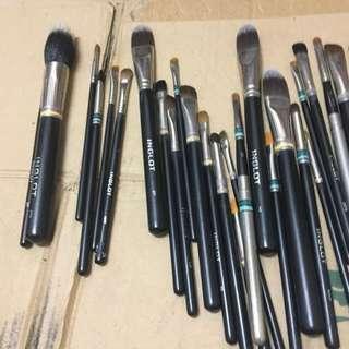 Letting go Inglot brushes