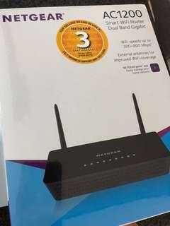 🚚 Netgear R220 AC1200 Smart WiFi Router