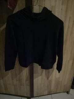 Sweater crop hitam