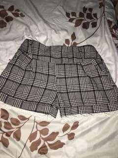 🚚 格紋蕾絲短褲#女裝半價啦