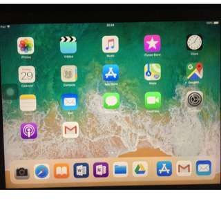 9.7 寸  99% 新 Apple iPad Pro 128 GB Wifi only 連藍牙keyboard & 套