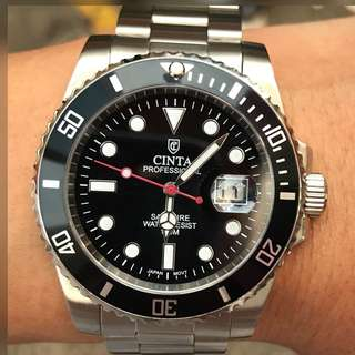 Cinta Quartz watch  Stainless steel made Case size 40mm The crown screws into the case to ensure water resistance