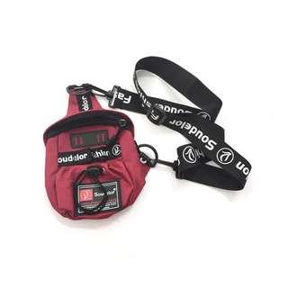 Bag ::: 個性休閒字母滾帶斜背輕便小包❤️🖤❤️黑、紅可選✨✨✨