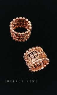 自家緬甸玉石珠寶完美追求者之選 。 價格: $1088HKD🤗 玉石: 意大利純銀戒指變手鐲 尺寸: 13.5號(限5隻)