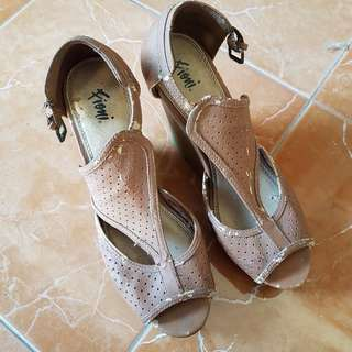 Fioni - Brown Wedges