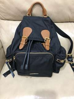 減:100%真貨Burberry medium size backpack