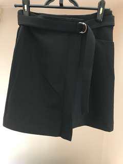 系扣黑色半身裙