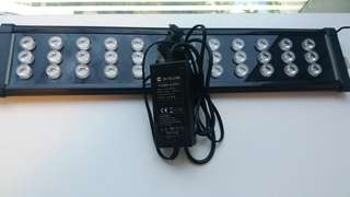 超级明亮 魚缸 LED 燈  (约 55cm) 有 6 粒LED不能着。有蓝白光。 有防水开关。