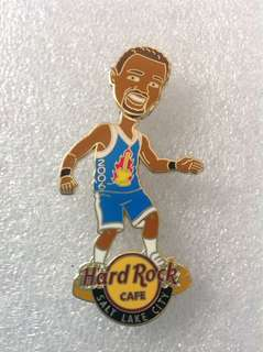 Hard Rock Cafe Pins - SALT LAKE CITY HOT 2006 BOBBLE HEAD BASKETBALL PLAYER PIN!