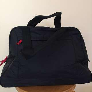 BANANA REPUBLIC black padded nylon gym duffle unisex