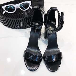 Balenciaga漆皮字母高跟凉鞋