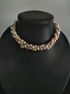 MULTI-COLOR TWISTED PEARL NECKLACE