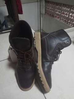 Boots Dr. Kevin Brown 41